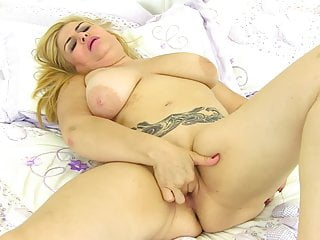 Dirty mature mom with saggy tits and hungry cunt