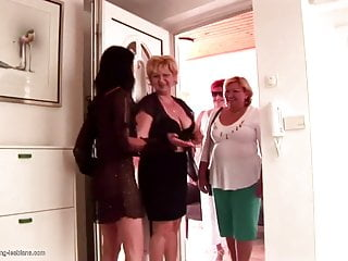 Download video bokep Insane lesbian group sex with matures and strapons Mp4 terbaru