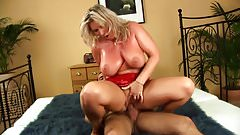 blonde takes it on her tits