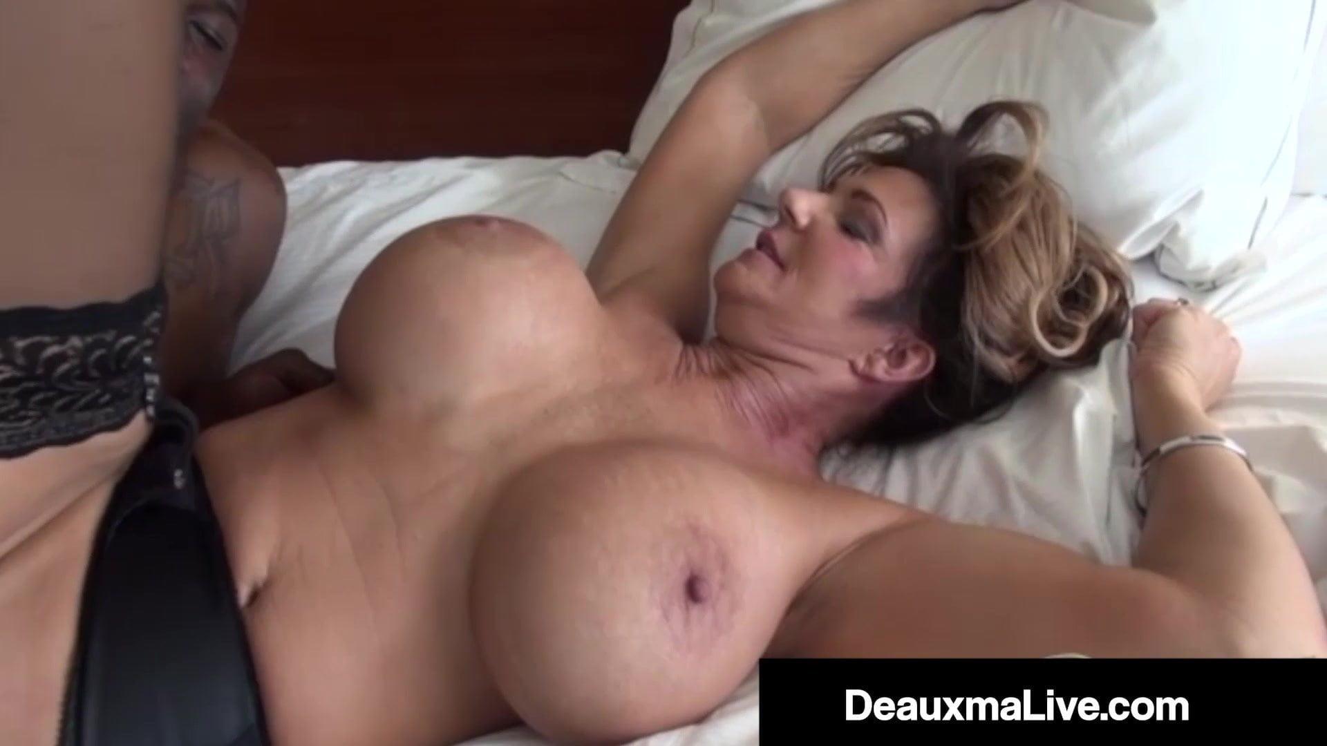 Deauxma Tits