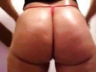 TAB ebony chick with Sexy donk.
