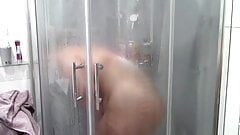 Jenyfer under the shower
