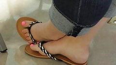 Candid Feet: Beautiful toes