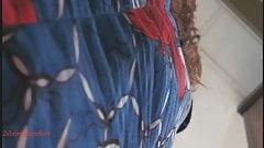 Чернокожая с черными трусиками под голубоватой летней юбкой