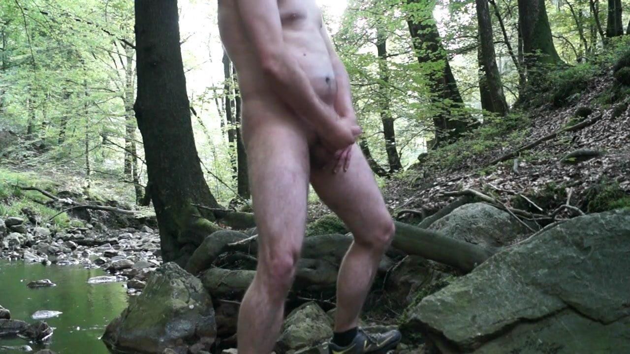 Фото мужской онанизм в лесу