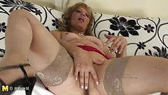 Old mature slut playing with herself