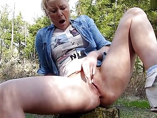 Amateur - Cute Blond Teen Forest Mast & Big Squirting