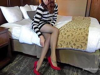 Download video bokep Holly Pantyhose Shoejob and Footjob Mp4 terbaru