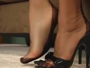 Great feet in nylons!