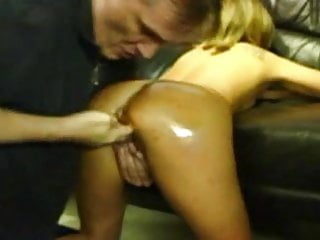 Amateur girl brutally fisted and fucking huge dildos