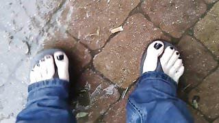 stroll in flip flops