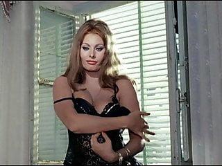 Sophia Loren Striptease