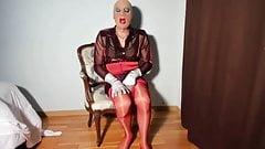 SexyPuta носит нейлон в красных швах