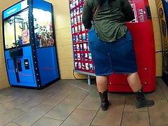 Chunky Latina BBW ass jean skirt