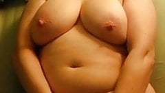 Sunglassed chubby babe gets off