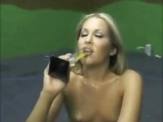 Girls love to eat sperm (perver73)