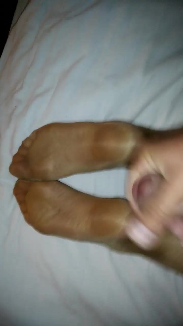 Cumming on wife's feet in nude tights