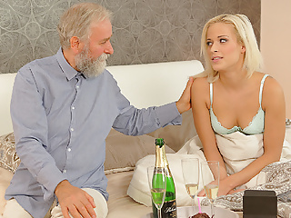 Download video bokep DADDY4K. Chick rides old gentleman's joystick in daddy porn  Mp4 terbaru