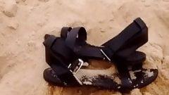 Lilly fait bronzette a la plage