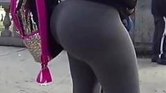 Mexicana- Enorme culo y nalgas senora en leggins en publico