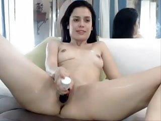 Joven perra de Colombia se masturba para excitarse y moja