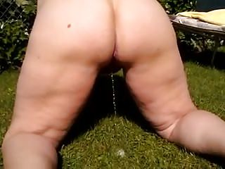BBW garden peeing with excellent ass view while bf films 1