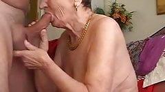 mamie fait de bonnes pipes