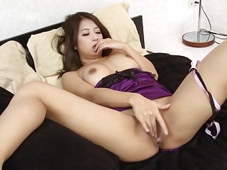 Download video bokep Japanese Mature Masturbates at Home - Satomi Suzuki Mp4 terbaru