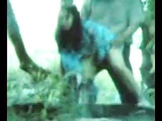 Download video bokep malay-skodeng awek baju kurung tepi muara Mp4 terbaru