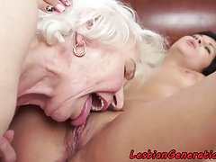 Bigtits granny orally licked by lovely babe