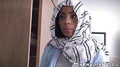 Gorgeous Arab pornstar Mia Khalifa sucks dick with friend