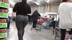 Sexy BBW PAWG in gray leggings buying some chicken