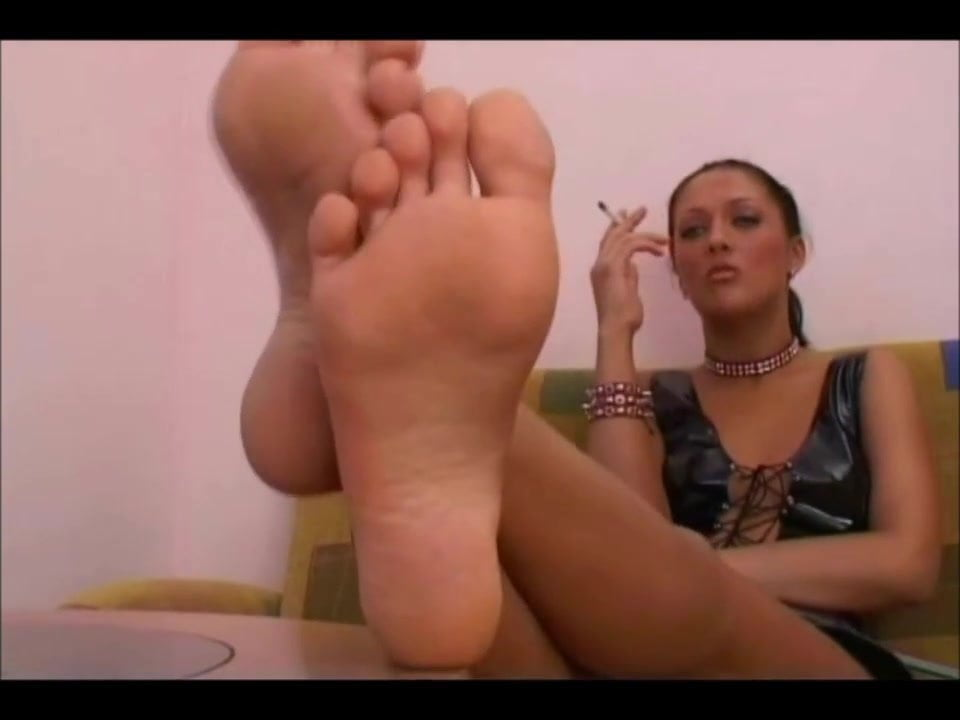 The Return of the Barefoot MILFie Showing Her Soles