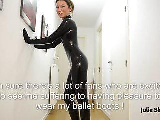 Julie Skyhigh masturbates in latex