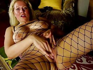 Download video bokep Amateur mature mom with super hot body Mp4 terbaru