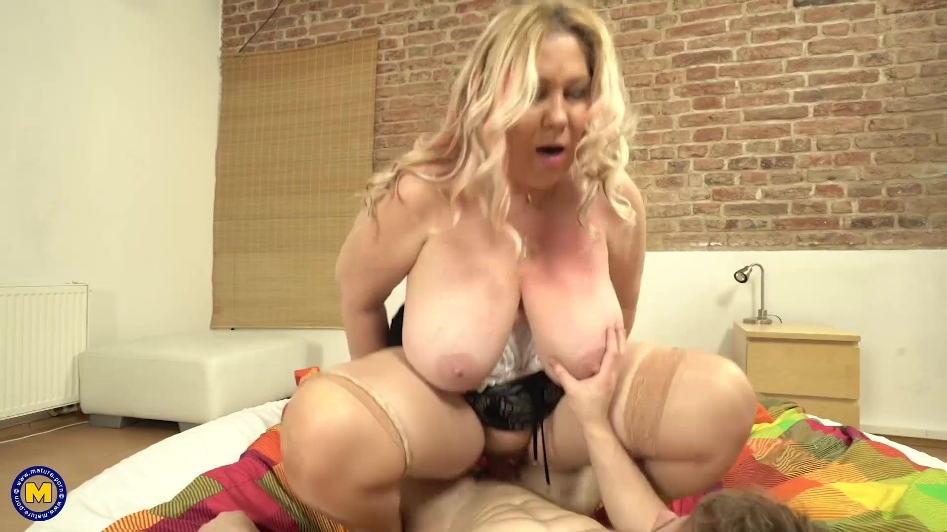 Busty mom porn