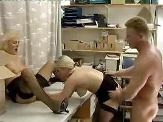 Download video bokep Horny Game With Mom Mp4 terbaru