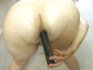 Mom fucks her hairy asshole