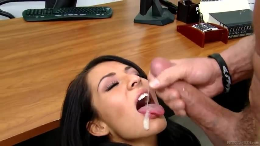 секс ролики с вацапа сосет хуй