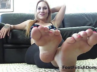 Worship hot girl's sexy feet!