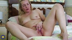 Mature British housewife Kate Aveiro wants to fuck