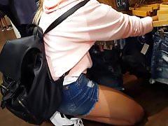 Candid voyeur hot teen in peach hoodie short shorts