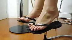 Sexy mature feet in flip flops
