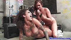 Lesbo Bonnie Rotten gives oral