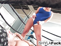 Shyla gets some lessons on MMA training