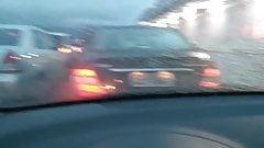 Angelica milf gostosa exibindo os peitos no decote no carro