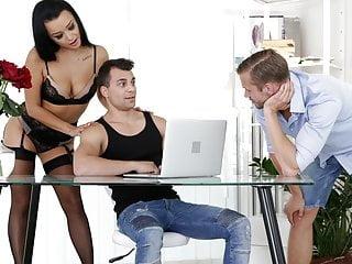 Beautiful Babe Has Fun With Bisex Men