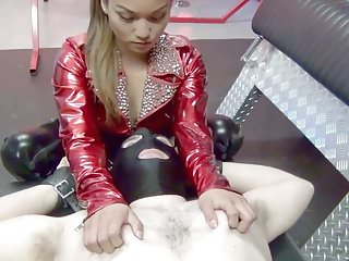 Asian Mistress facesits lucky, lucky slave