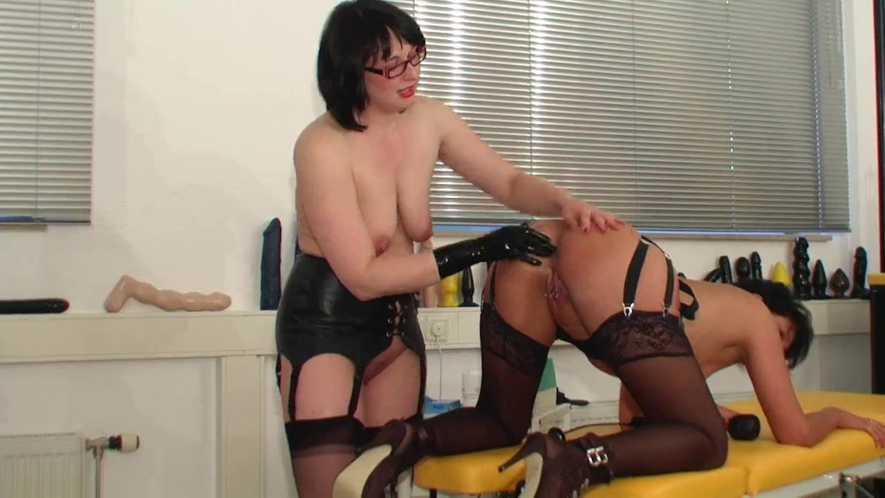 latex mistress destroys slaves pussy