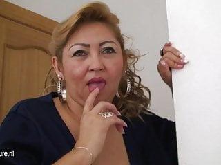 Mature mom Luisa loves jerk off alone